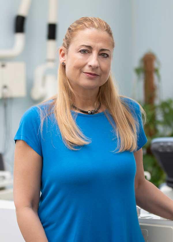 Die Zahnärztin Dr. Daniela Ihm sorgt seit mehr als 25 Jahren für strahlendes Lächeln in dem Berliner Bezirk Neukölln.