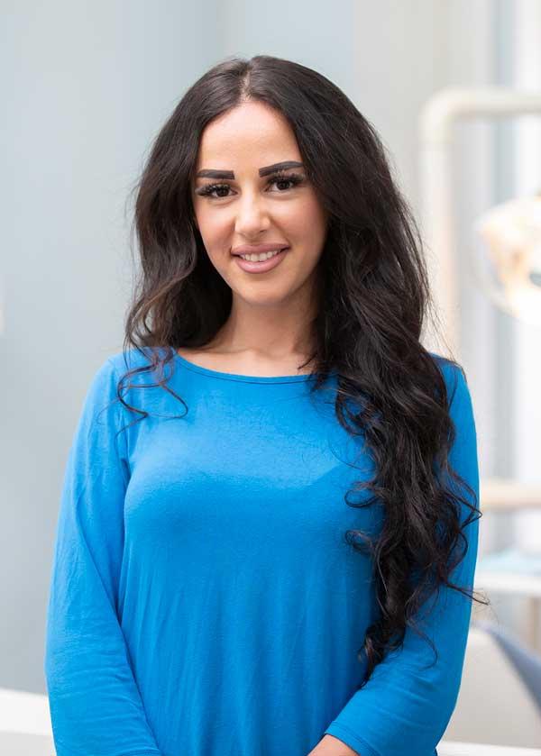 Zahnarzthelferin Fatima Osman bereitet es viel Freude Patientenbesuche angstfrei und locker zu gestalten
